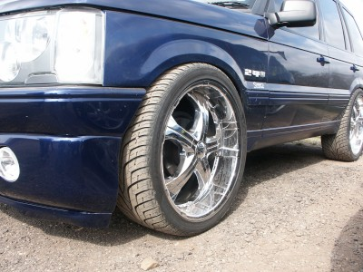 Range Rover Alloy Wheel: click to zoom picture.
